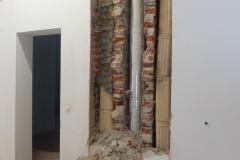 Zurzeit geht es laut und staubig zu im Museum: Die Kamine werden abgebaut, Wände geöffnet. Aber auch eine neue Deckenverkleidung wird schon in den Sonderausstellungsräumen angebracht.