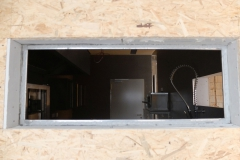 Ein Blick durchs Fenster in die neue Kueche